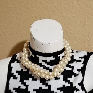 Lightweight Faux Pearl Necklace
